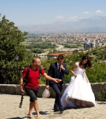 bride-climbing-up-to-rozafa-fortress-shkodra